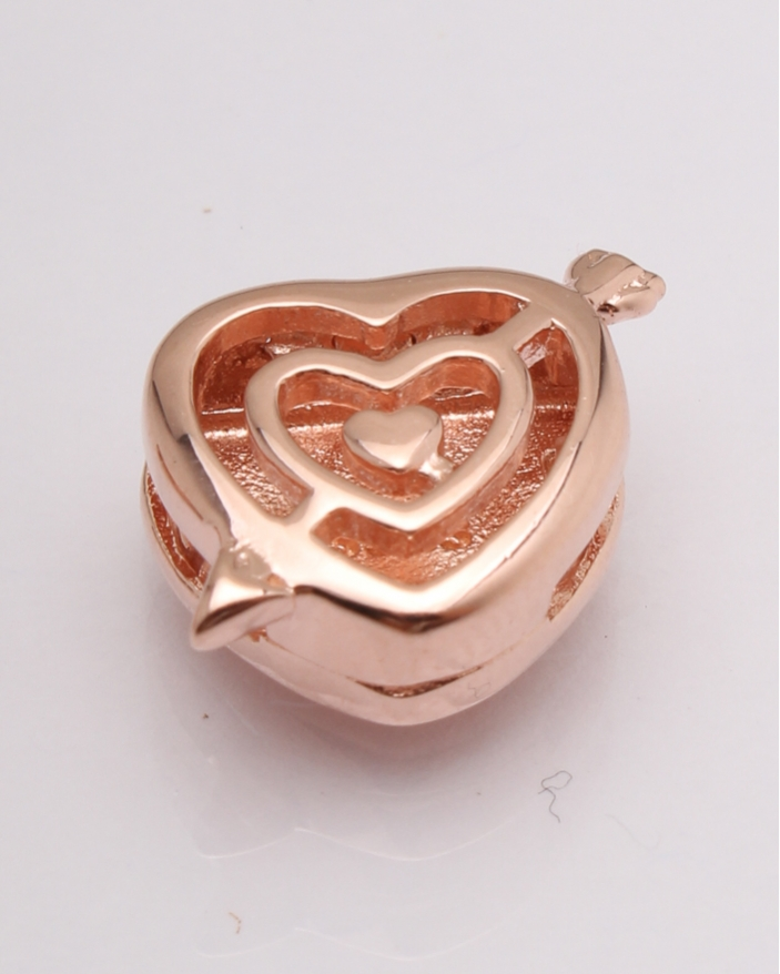 Pandantiv argint roz inima strapunsa cod 6-20755. gr2.5