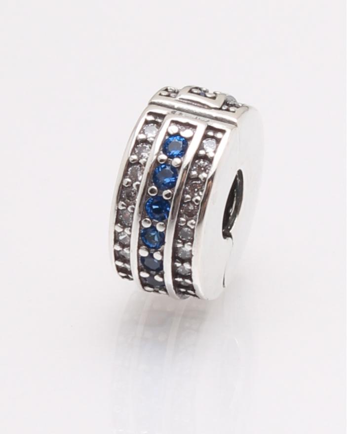 Pandantiv argint cu pietre albastre si albe cod 6-27448. gr2.4
