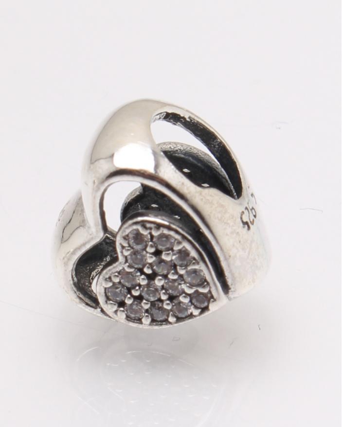 Pandantiv argint inima cu pietre albe cod 6-27748. gr2.2