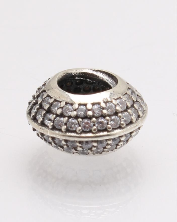 Pandantiv argint rotund cu pietre cod 6-27780. gr1.8