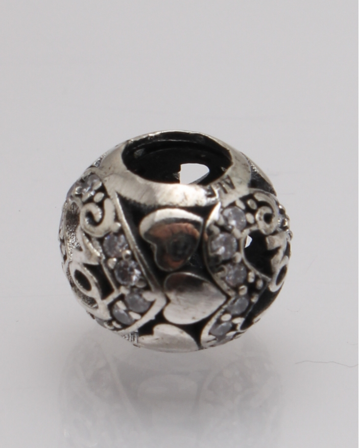 Pandantiv argint rotund cu inimioare cod 6-27784. gr1.9