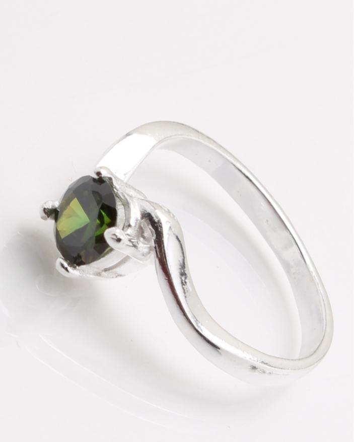 Inel argint piatra verde olive cod 1-24464, gr2.8
