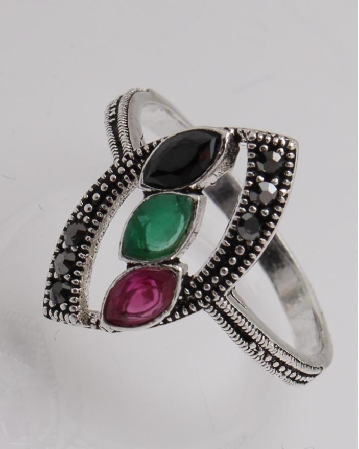 Inel argint cu trei pietre pe mijloc cod 1-28109, gr3.3