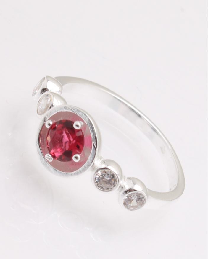 Inel argint cu piatra rotunda rosie cod 1-28642, gr2.2