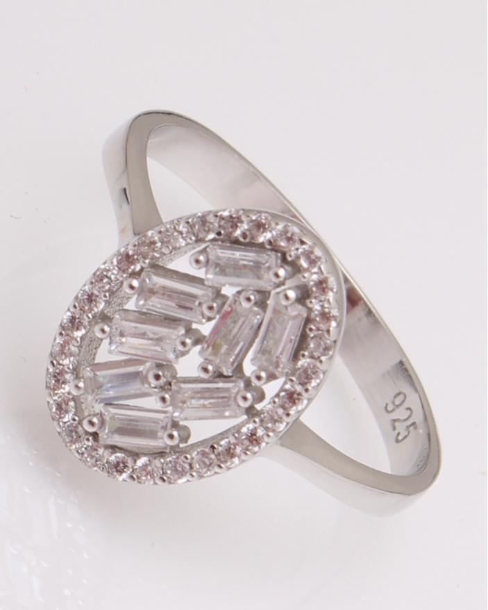 Inel argint oval cu pietre albe cod 1-29241, gr2.2