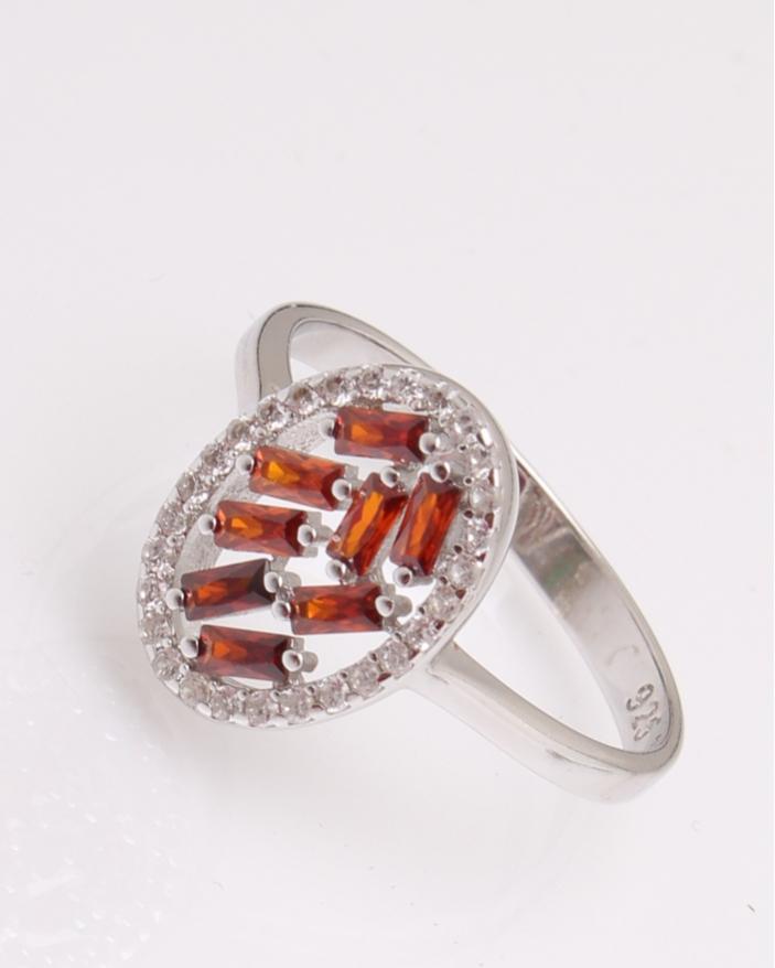Inel argint oval cu pietre rosii cod 1-29254, gr2.2
