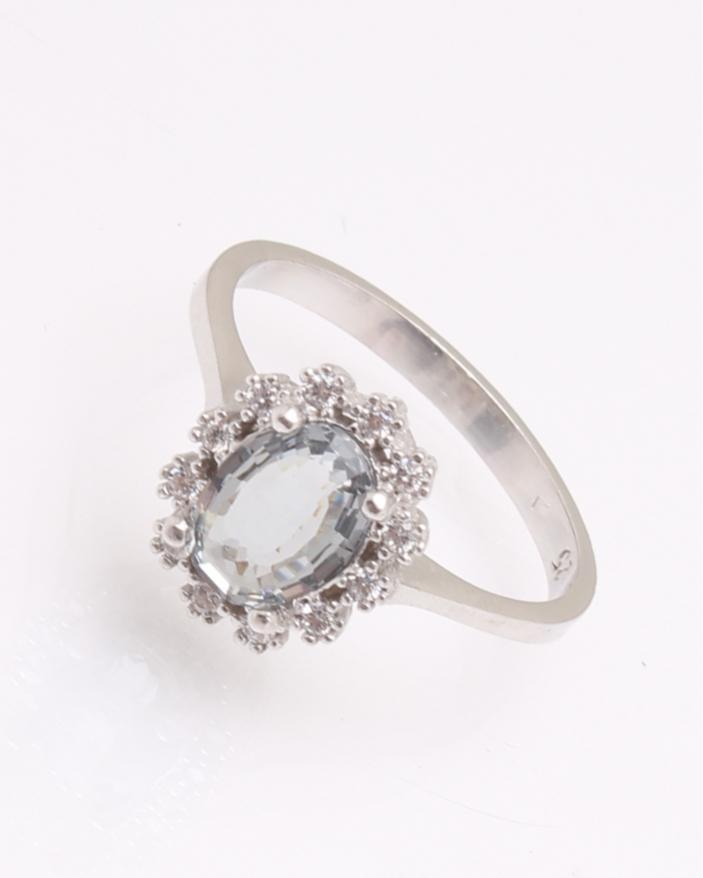 Inel argint cu piatra ovala alba cod 1-31481, gr2.5