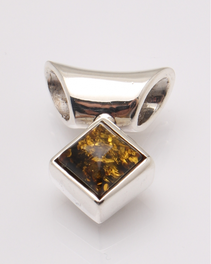 Pandantiv argint chihlimbar cod 6-31658. gr7.8
